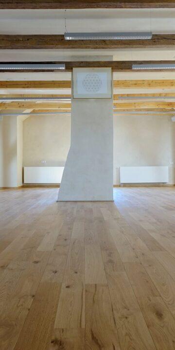 Seminar room fine finish clay plaster interior Eestimaaehitus
