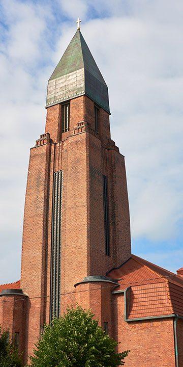 Kivihoone taastamine põletatud tellis Tartu Pauluse kirik